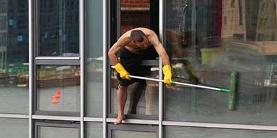 Streakless Window & Gutter Cleaning